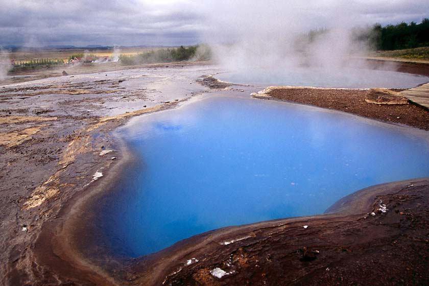 چشمه آب گرم