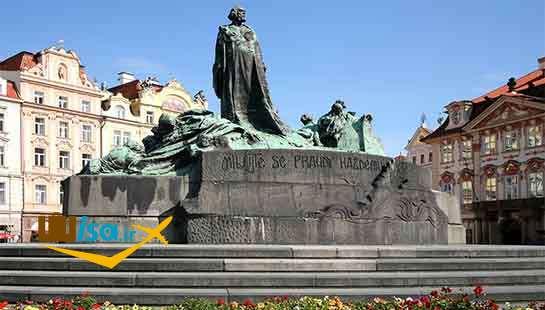 مجسمه جان هاس در میدان شهر قدیم پراگ