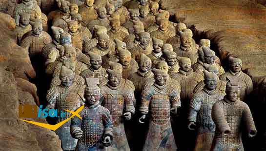 مجسمه های سنگی در مقبره امپراتور چین