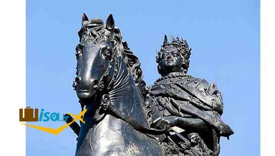 بنای یادبود پیتر بزرگ در قلعه سنت مایکل در سن پترزبورگ، روسیه