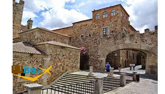 تاریخ اسپانیا (بناهای متعلق به قرن ۱۶ کاسِرِس)