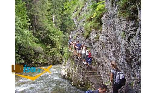 پارک ملی بهشت اسلواکی (توریست ها در حال بازدید)