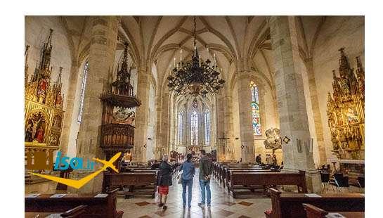 قیمت تور اسلواکی (نمای داخل کلیسای سنت مارتین)