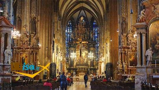 بهترین تور اتریش (نمای از داخل کلیسای سنت استفان)